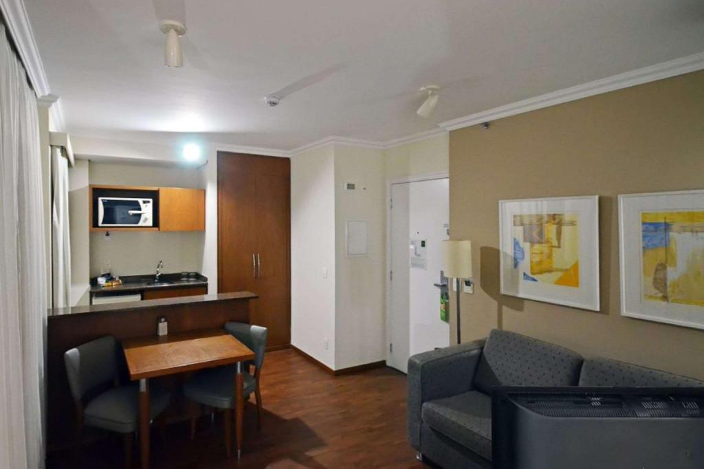 1 Queen Bed, Suite, Nonsmoking - Habitación Quality Suites Long Stay Bela Cintra