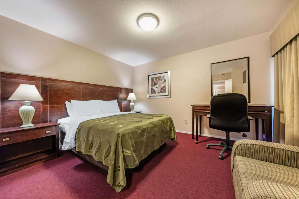 2 Queen Beds, Suite, Non-Smoking - Suite room