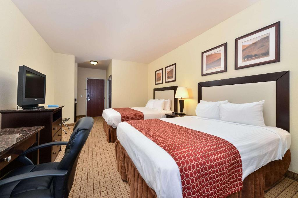 2 Queen Beds, Nonsmoking - Guestroom Quality Inn & Suites