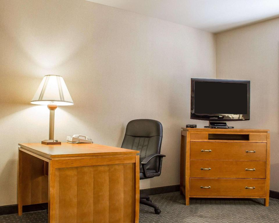 Suite, 2 Queen Beds, Sitting Area, Sofa Bed, Non-Smoking - Suite room Comfort Inn and Suites Thatcher