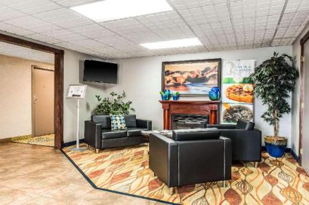 Lobby Quality Inn Austintown- Youngstown West