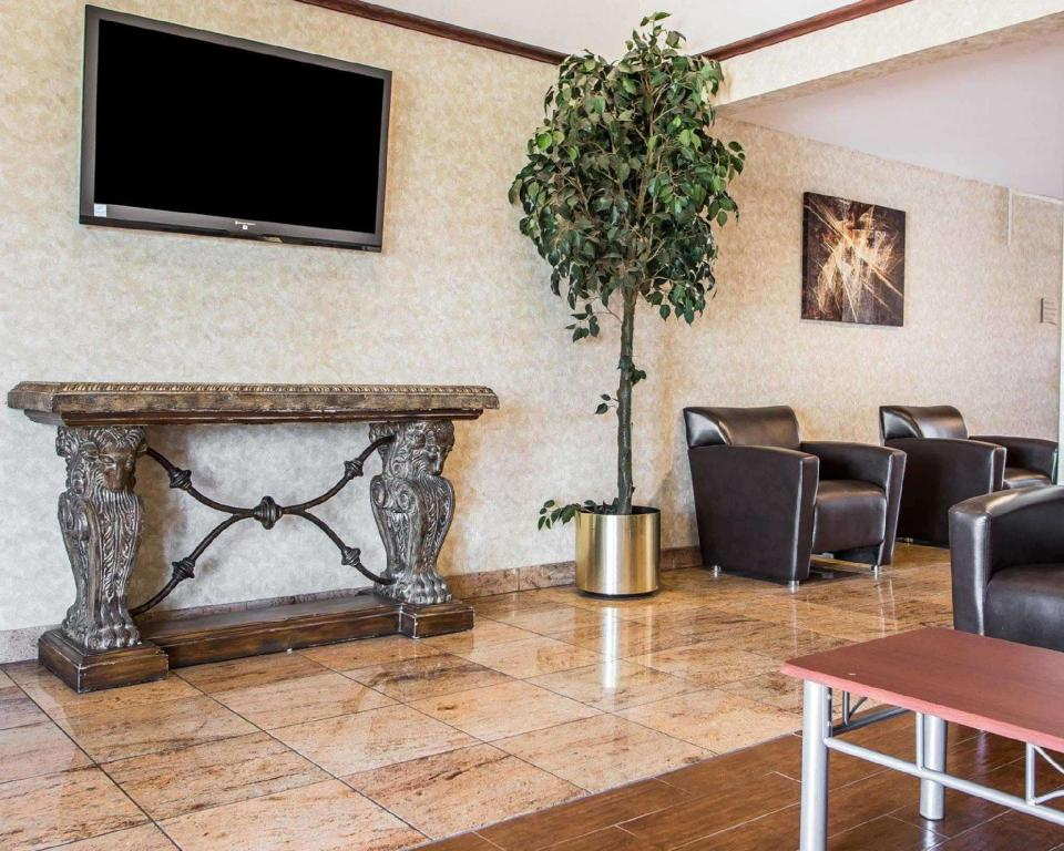 Lobby Quality Inn & Suites Middletown - Franklin