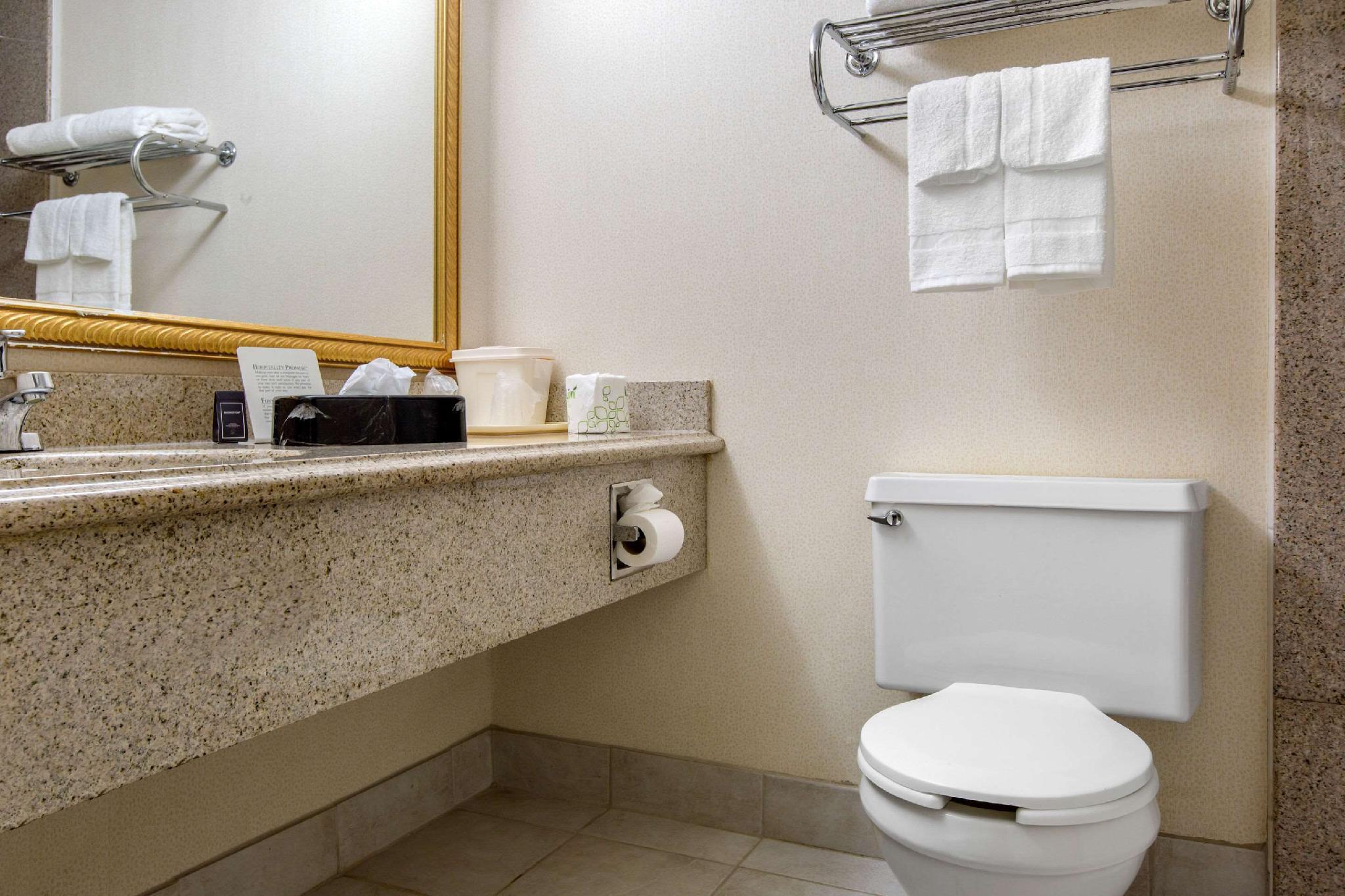 Quality Inn Hotel (Roxbury Township (NJ)) - Deals, Photos