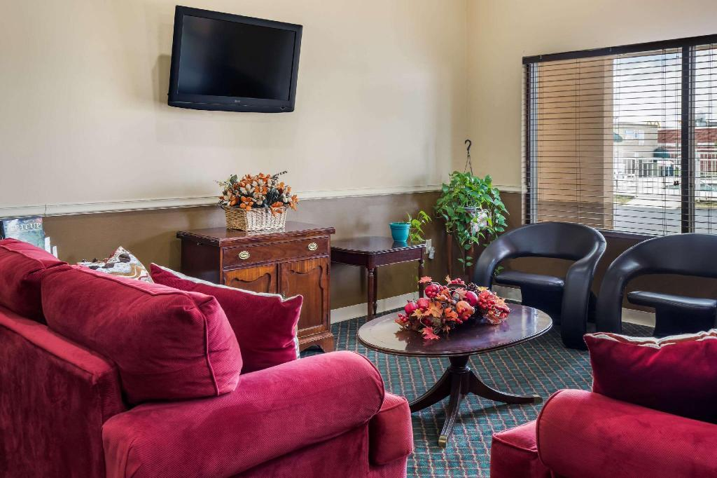 Lobby Econo Lodge Inn and Suites East Knoxville