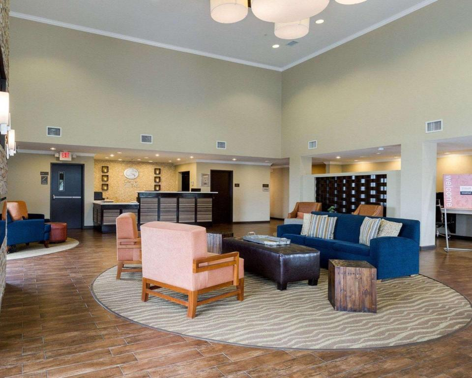 Lobby Comfort Suites near Westchase on Beltway 8