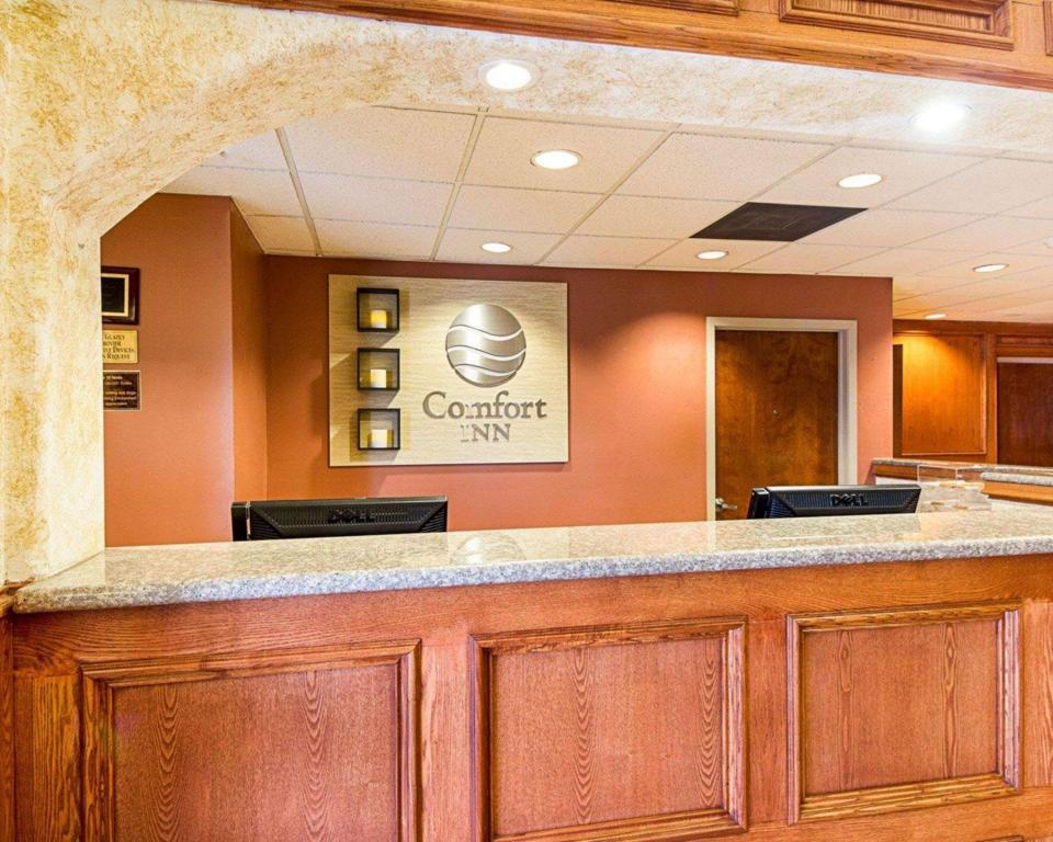 Lobby Comfort Inn Near Medical Center