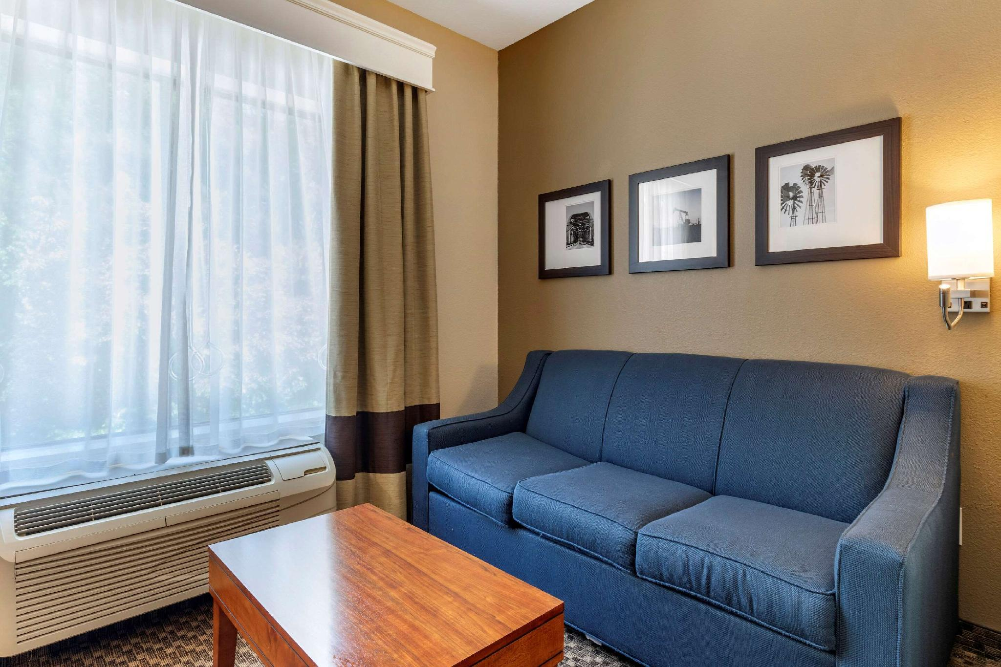 2 Queen Beds, Suite, No Smoking, Accessible Room