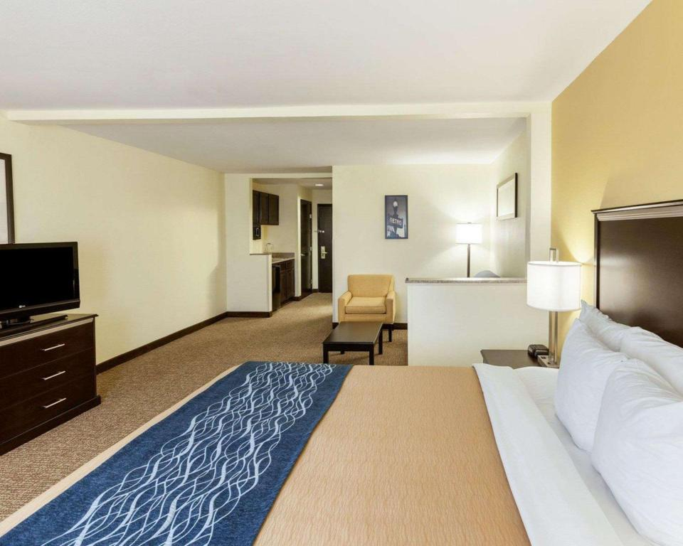 1 King Bed, Suite, Non-Smoking - Suite room Comfort Inn and Suites Texas Hill Country Boerne