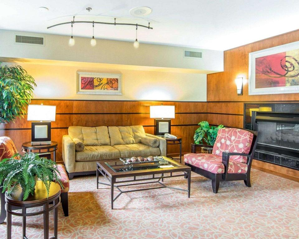 Lobby Comfort Suites North Knoxville