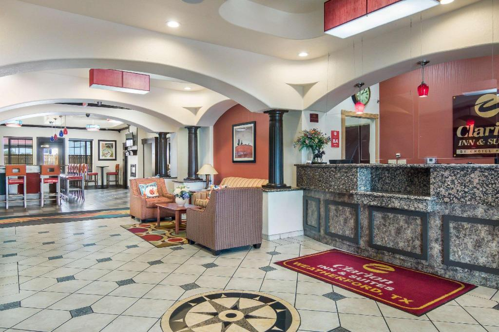 Lobby Clarion Inn & Suites Weatherford South