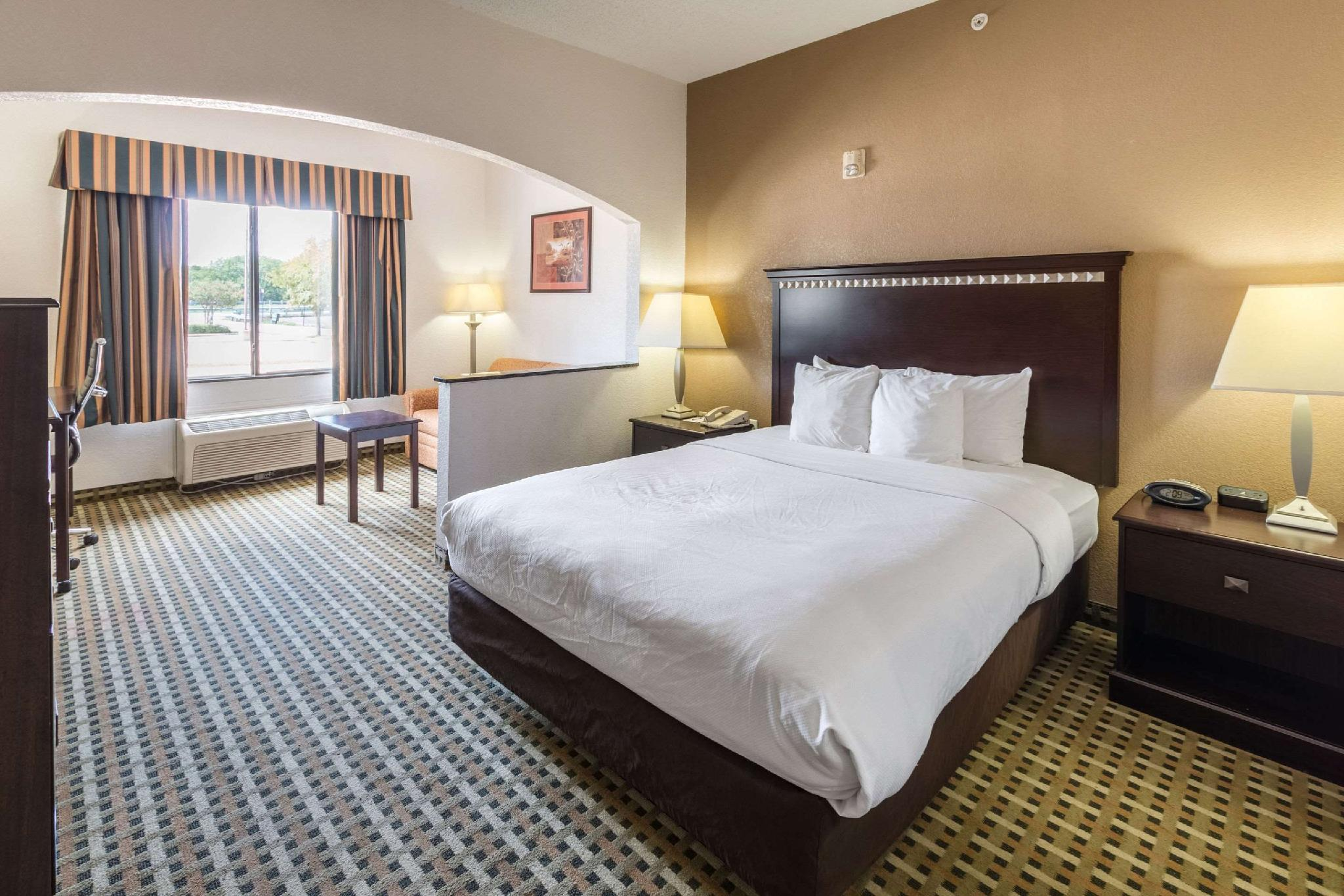 Quality Suites Burleson Ft Worth Hotel Burleson Tx Deals Photos Reviews