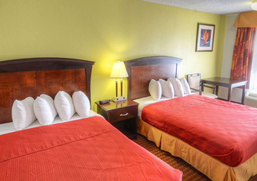 2 Queen Beds, Smoking - Guestroom Quality Inn