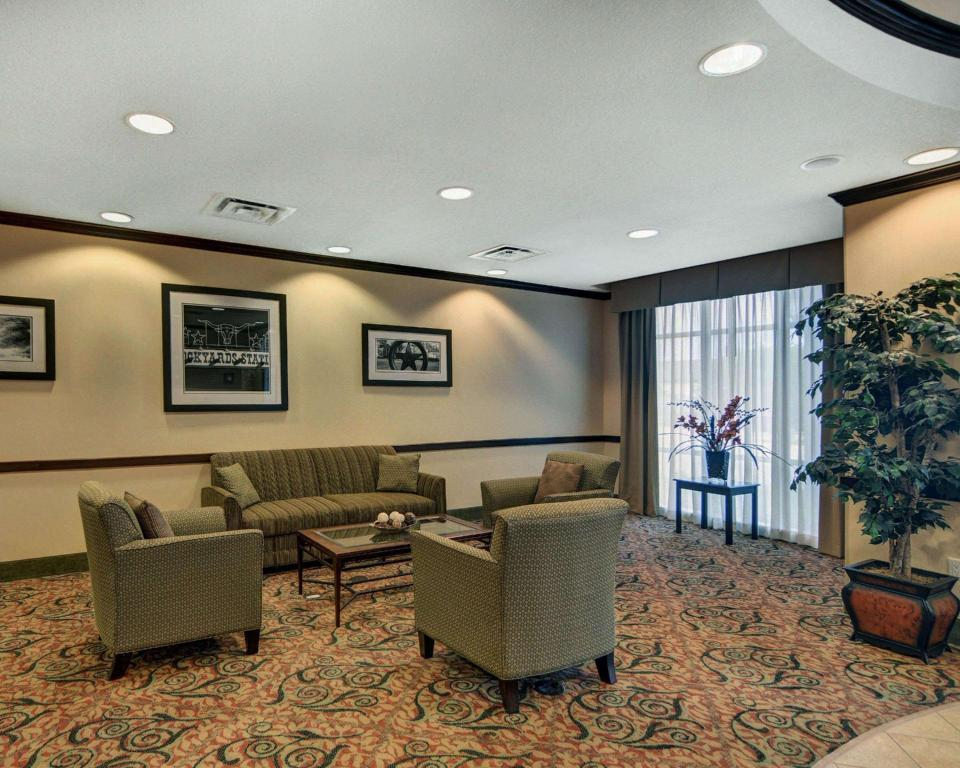 Lobby Comfort Suites Fort Worth South