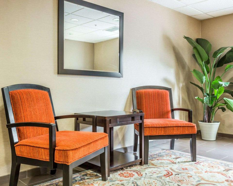 Lobby Comfort Suites at Isle of Palms Connector