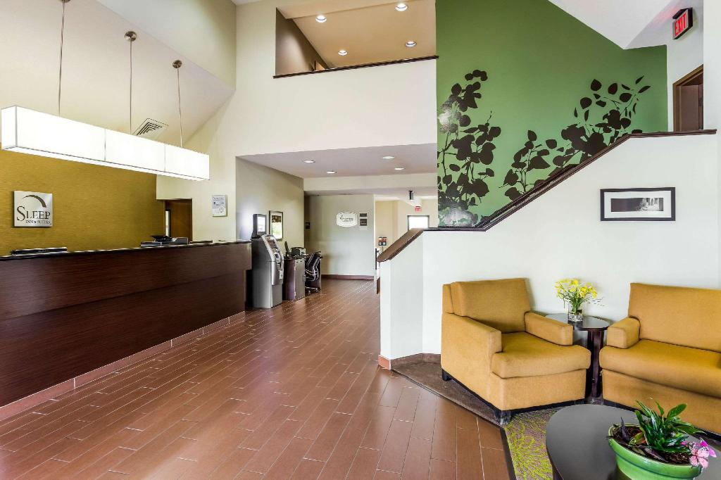 Lobby Sleep Inn & Suites Kingsport TriCities Airport