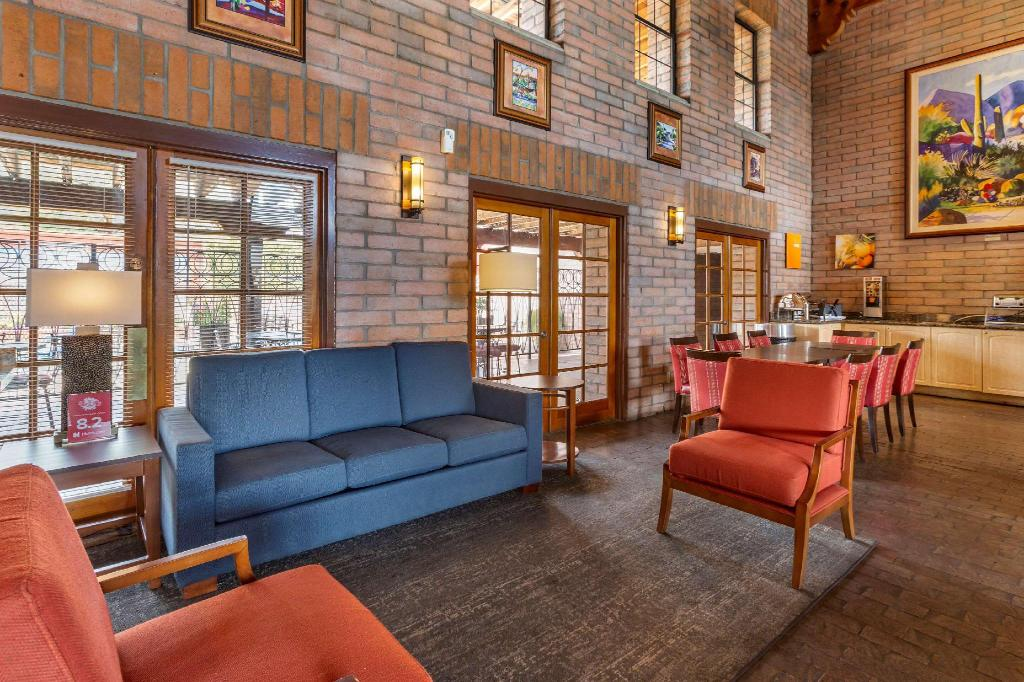 Lobby Comfort Suites at Sabino Canyon
