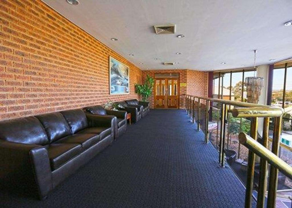 Lobby Quality Hotel Melbourne Airport