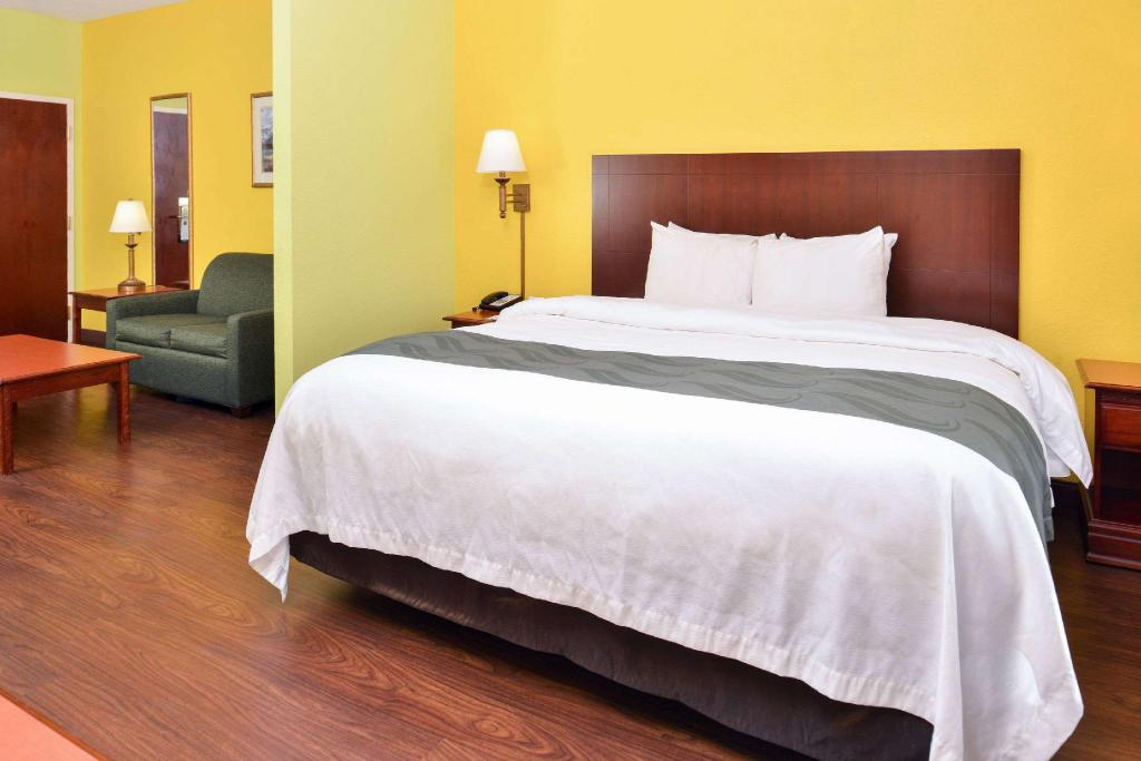 1 King Bed Non-Smoking Accessible - Suite room