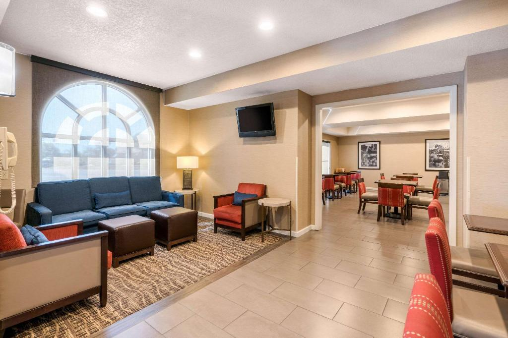 Lobby Comfort Inn Lathrop - Stockton Airport
