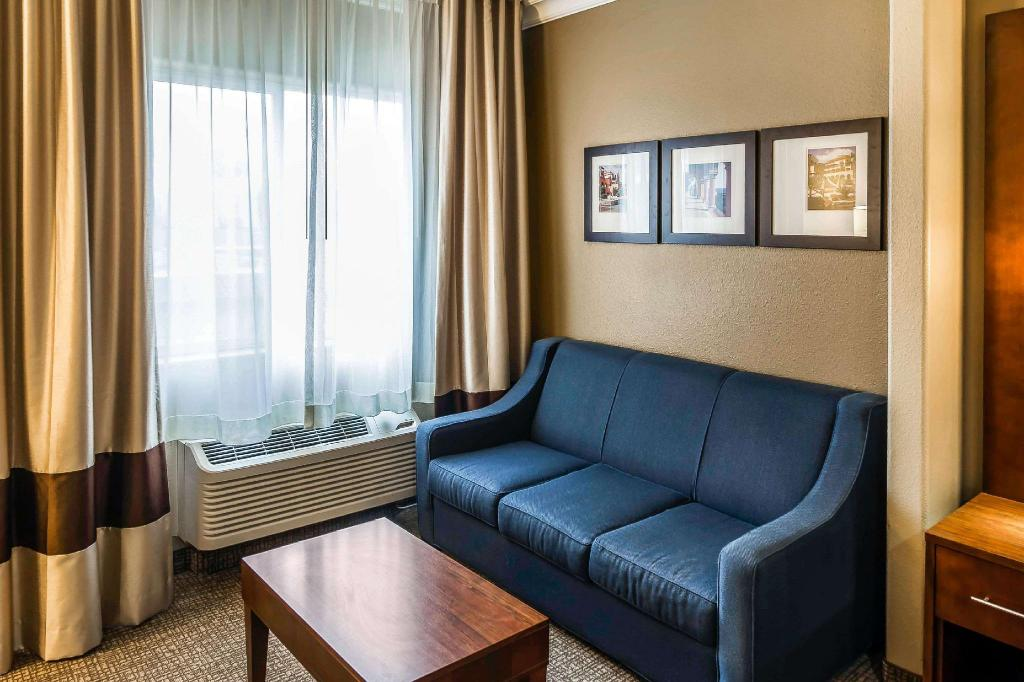 1 King Bed, Suite, No Smoking - Suite room Comfort Suites San Jose Airport