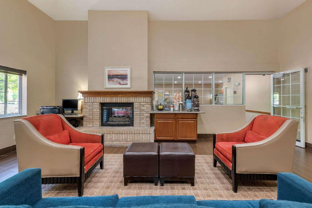 Lobby Comfort Suites Fort Collins Near University