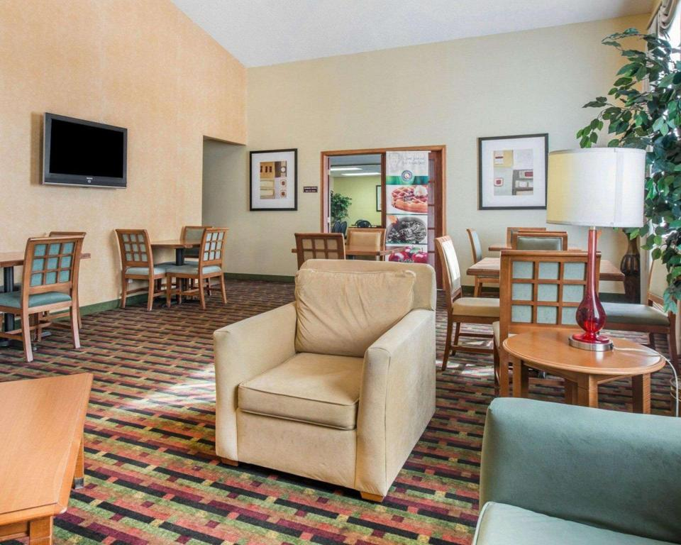 Lobby Quality Inn Colorado Springs Airport