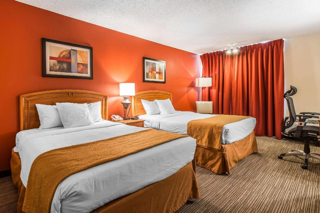 2 Double Beds Suite No Smoking - Guestroom Quality Inn & Suites Garden Of The Gods