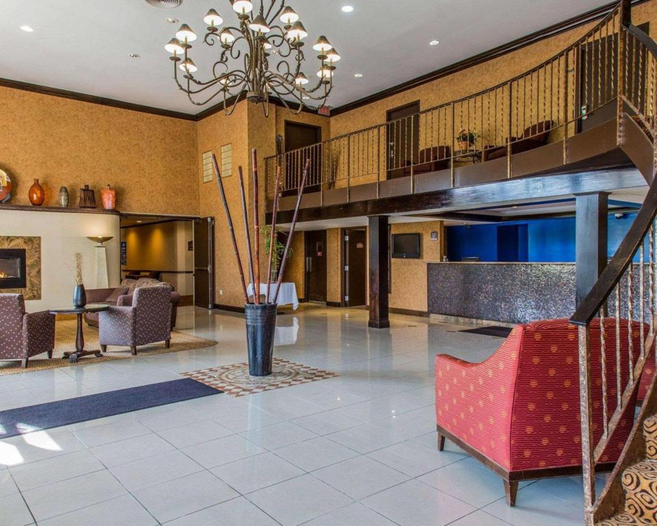 Hành lang Rodeway Inn and Suites Bradley Airport