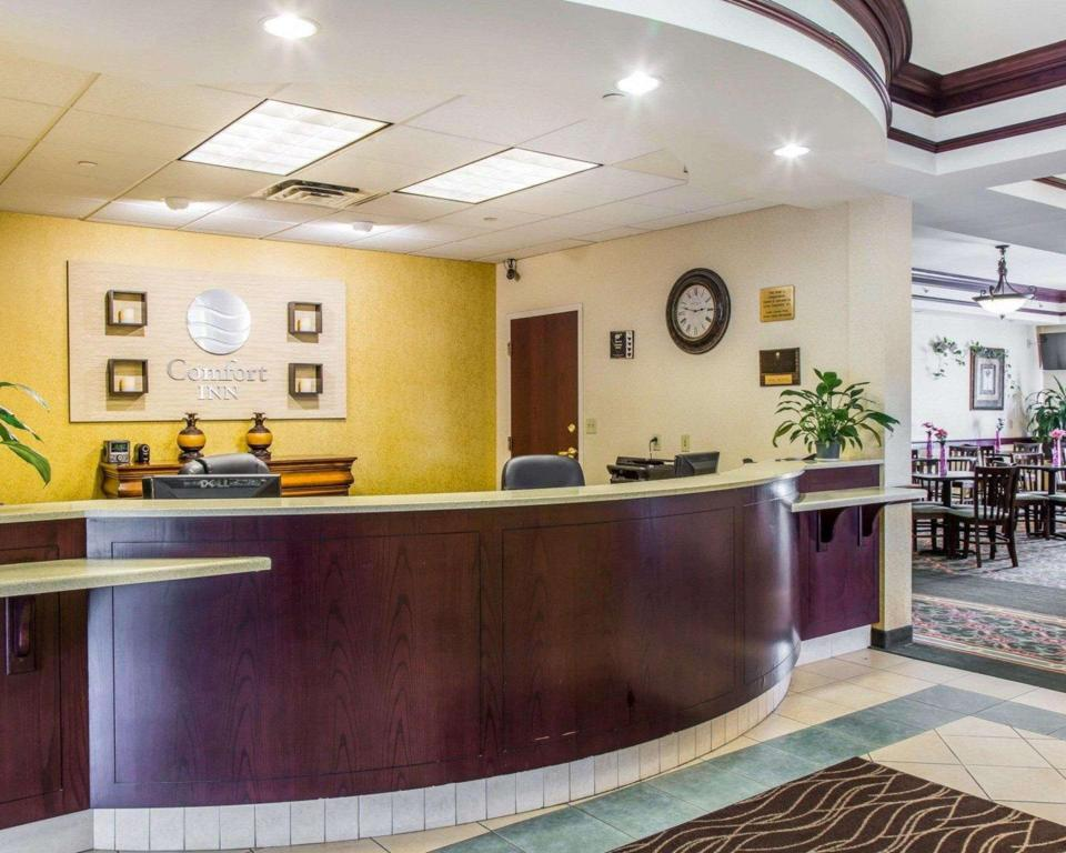 Lobby Comfort Inn East Windsor - Springfield