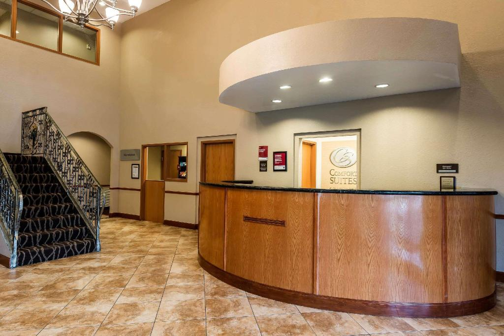 Lobby Comfort Suites Tampa Airport North