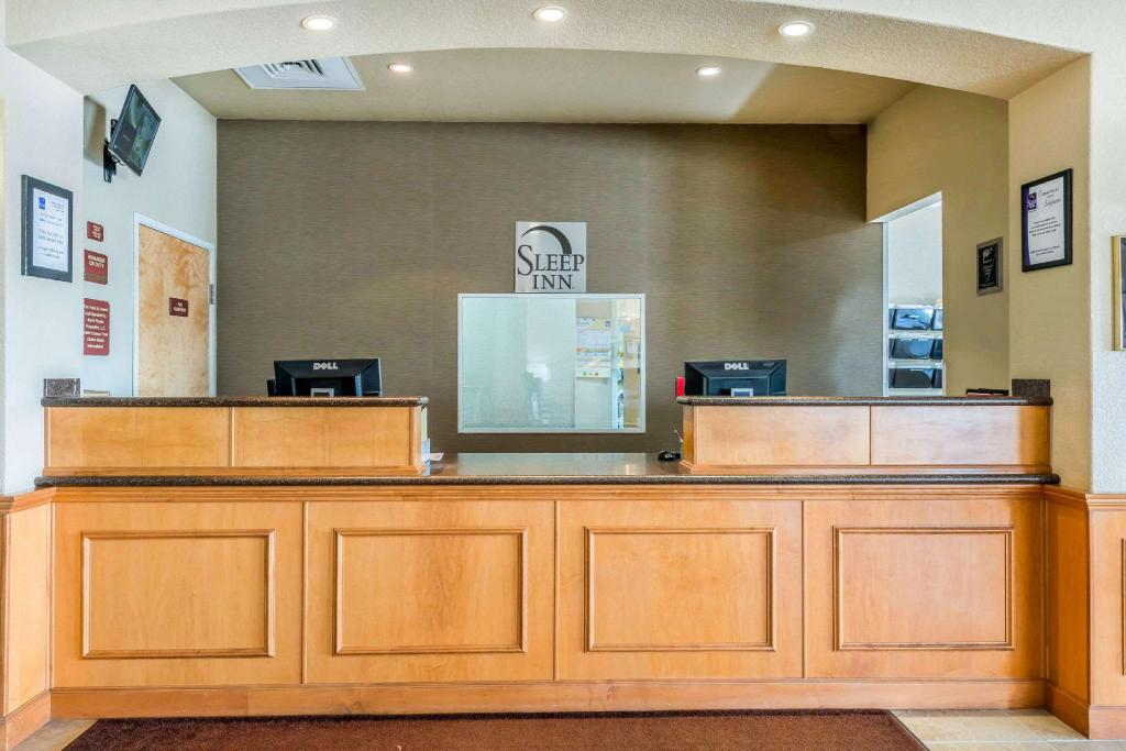 Lobby Sleep Inn and Suites Ocala - Belleview