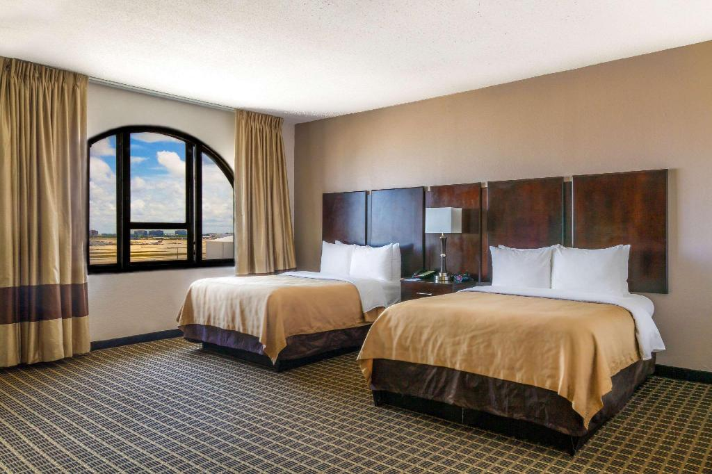 2 Double Beds Nonsmoking - Guestroom Clarion Inn & Suites Miami Airport