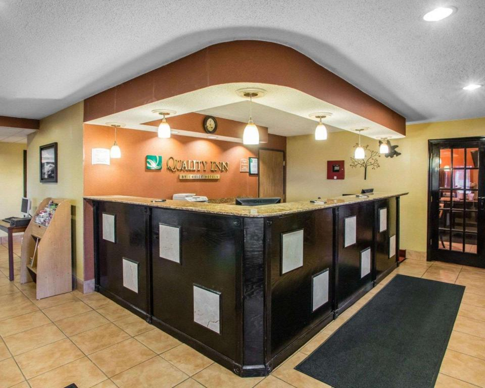 Lobby Quality Inn Central Wisconsin Airport Mosinee