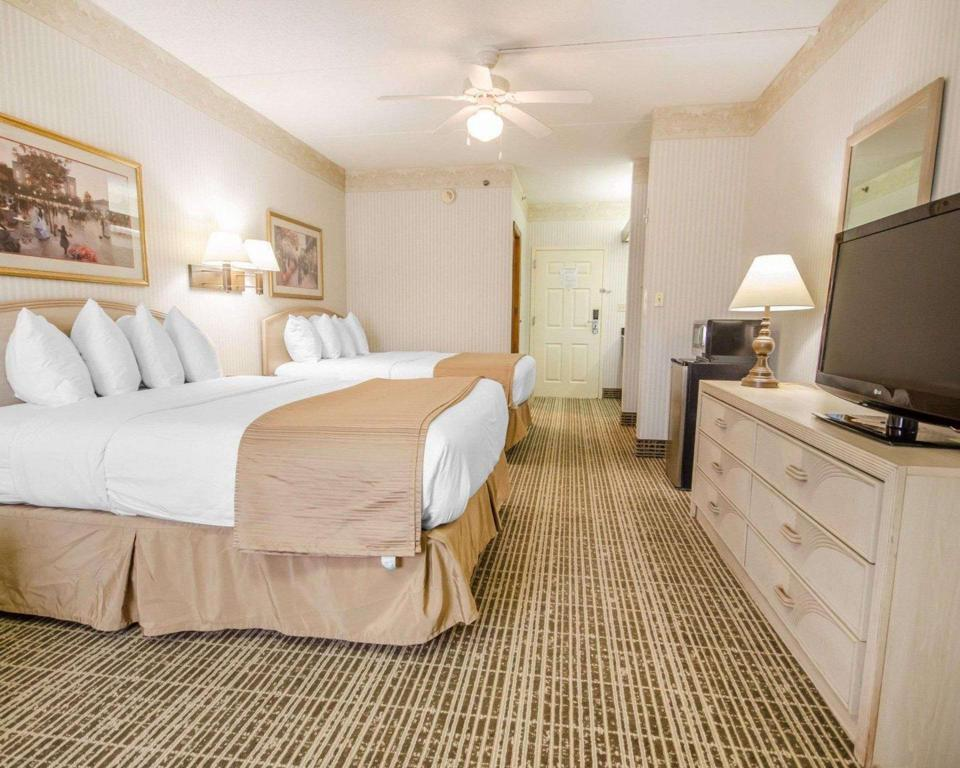 2 Queen Beds Nonsmoking - Guestroom Quality Inn