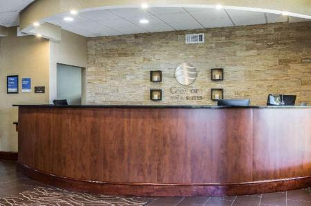 Фойє Comfort Inn & Suites West