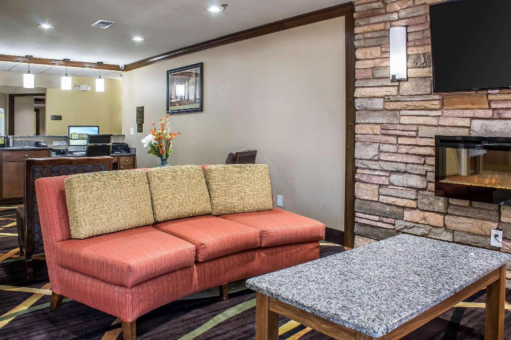 Lobby Comfort Inn & Suites Cedar Rapids North - Collins Road