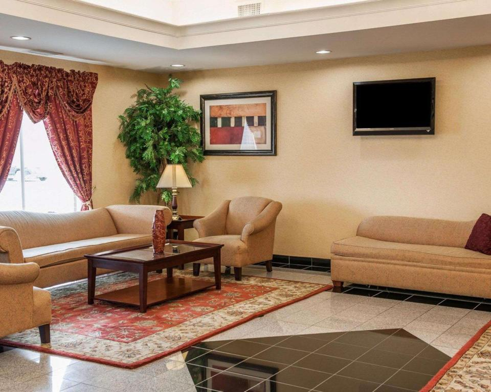 Lobby Comfort Suites Comfort Suites near Indianapolis Airport