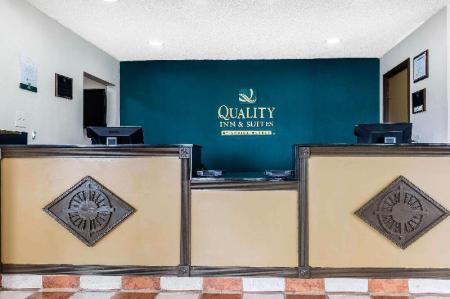 Лобби Quality Inn & Suites Bloomington University Area