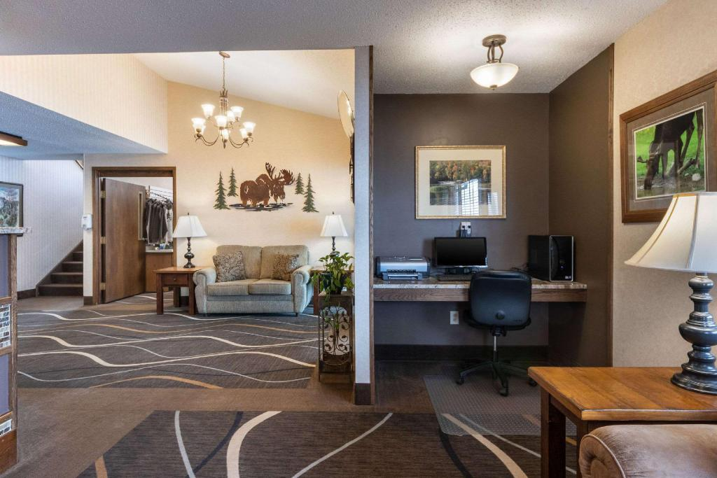 Lobby Quality Inn And Suites Newberry
