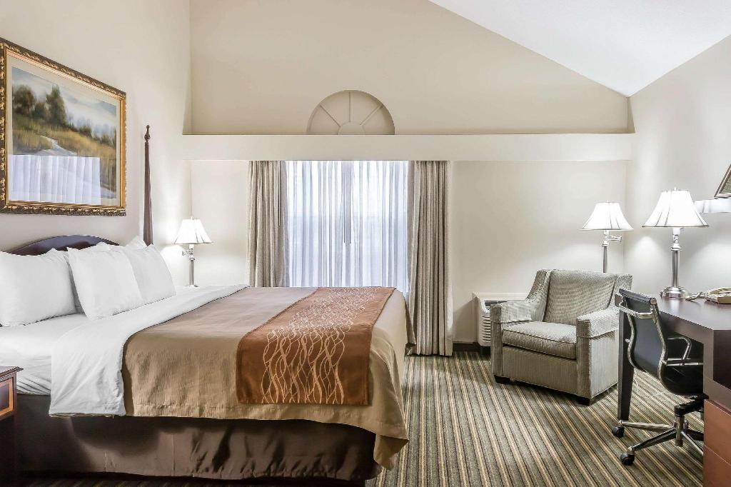 1 King Bed, No Smoking, - Suite room