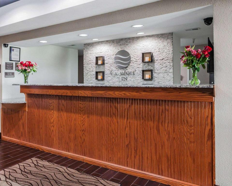 Lobby Comfort Inn & Suites Moberly