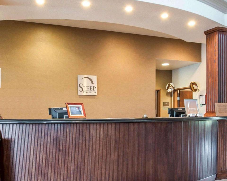 Lobby Sleep Inn and Suites Lake of the Ozarks Camdenton