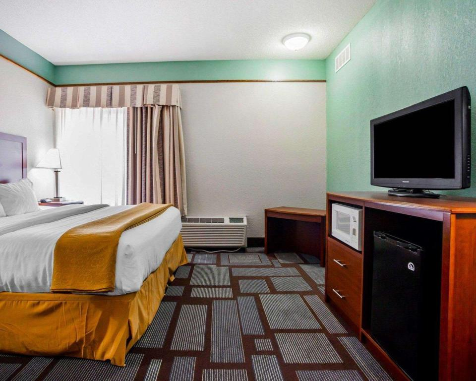 2 Queen Beds, Non-smoking facility, Accessible - Suite room