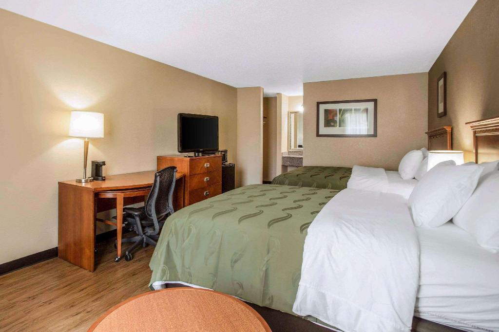 2 Queen Beds Smoking - Guestroom Quality Inn & Suites University Area