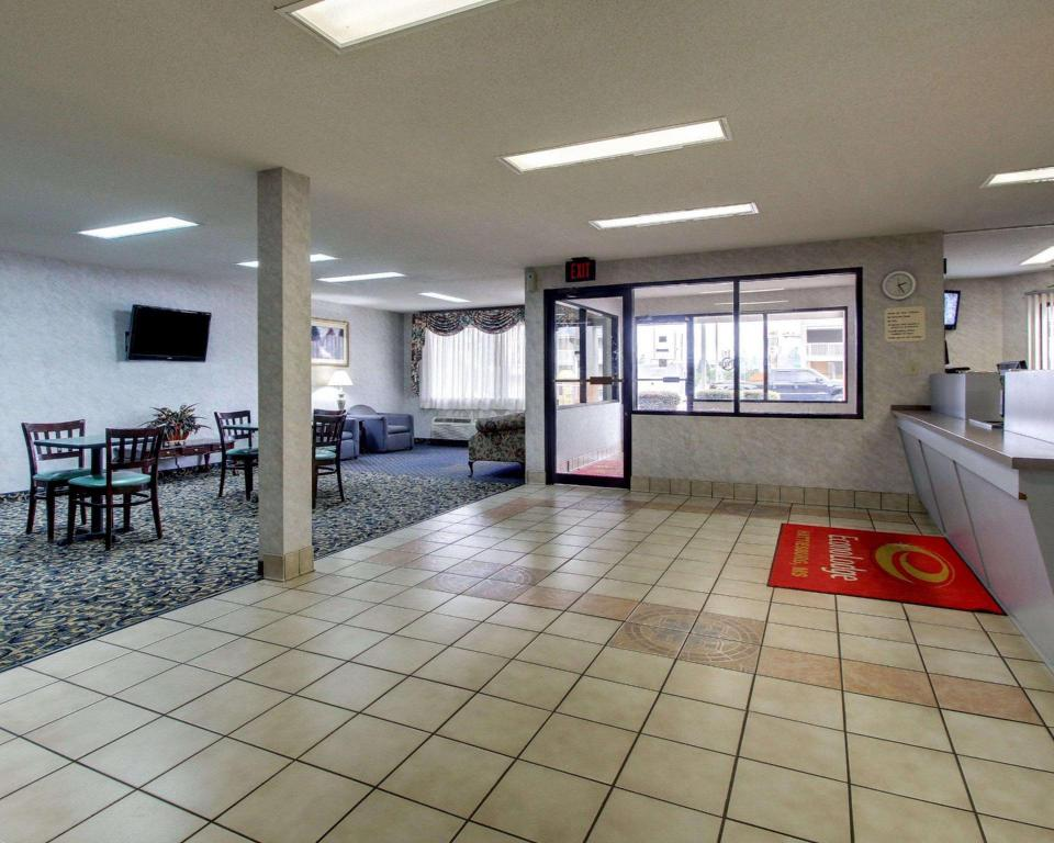 Lobby Econo Lodge Hattiesburg