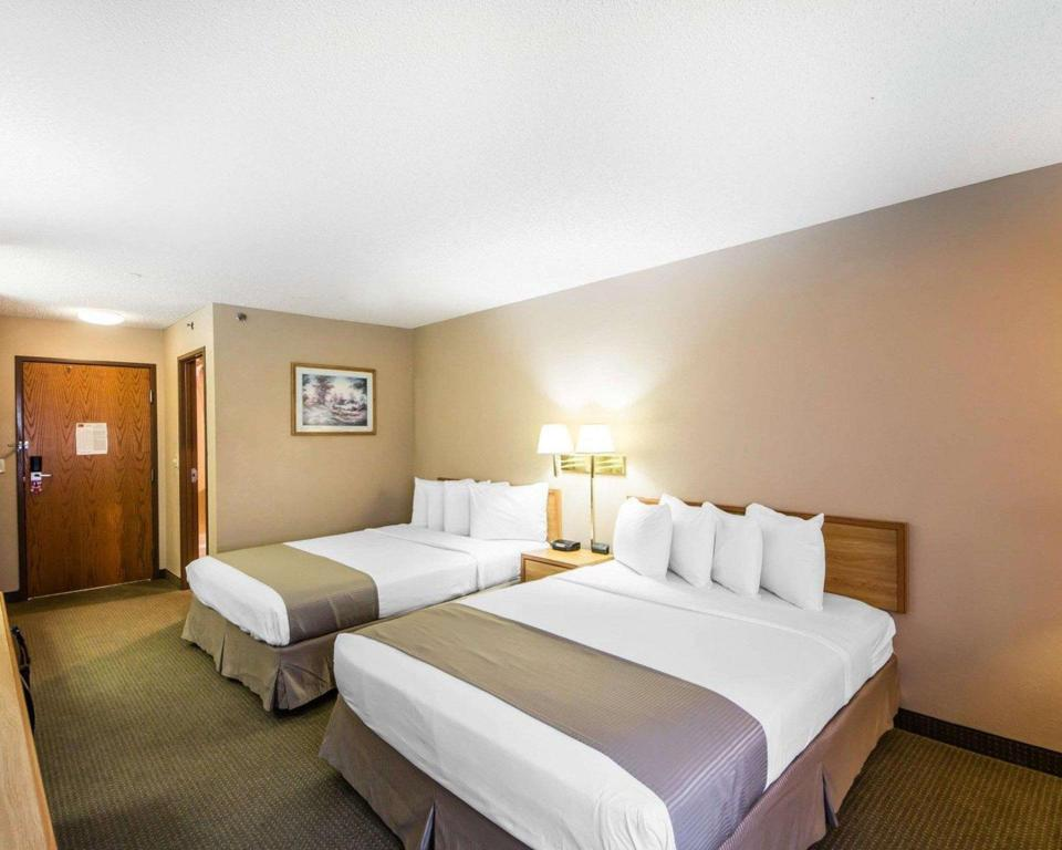 2 QUEEN BEDS NONSMOKING - Suite room Rodeway Inn Blackwell - I-35