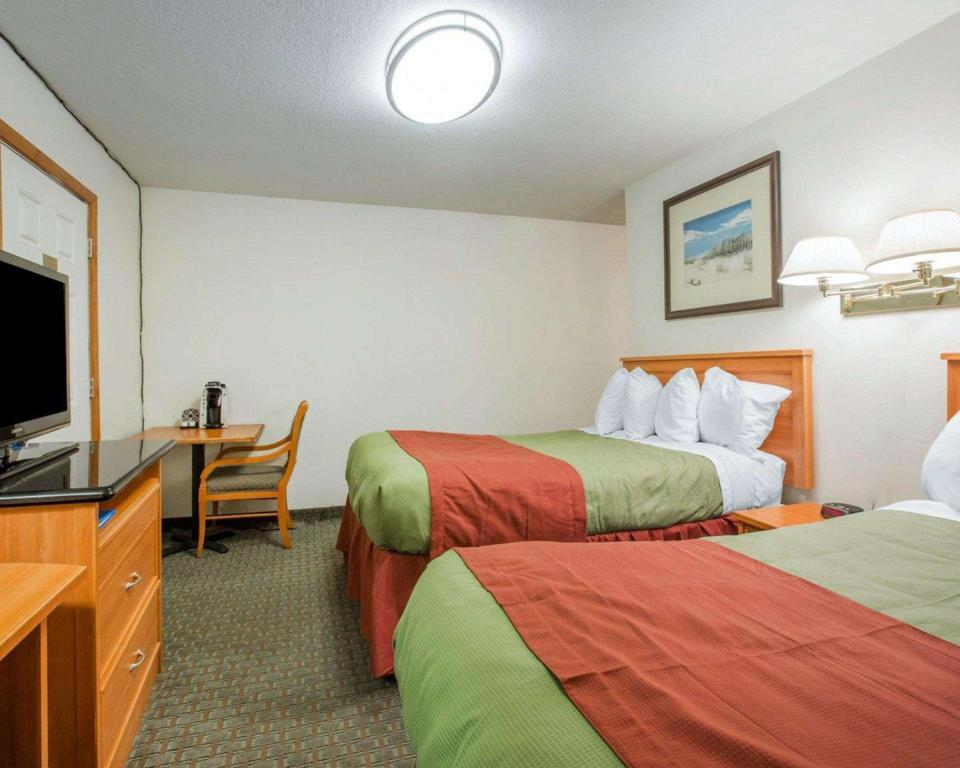 Drive Up Room with 2 Queen Beds - No Smoking - Guestroom