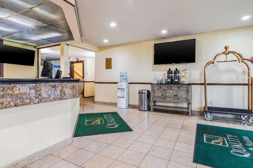 Lobby Quality Inn & Suites Lacey I-5