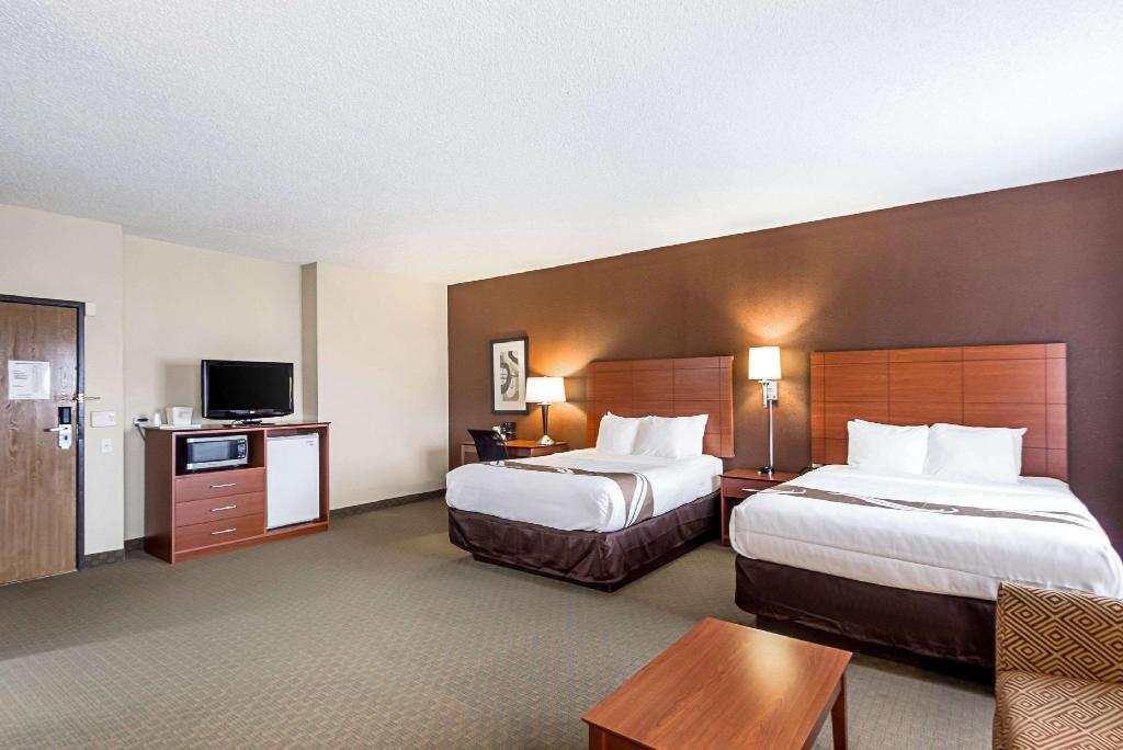2 Queen Beds, Suite, Nonsmoking, Accessible - Guestroom