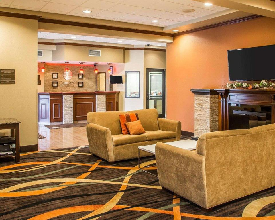 Lobby Comfort Inn and Suites Kenosha